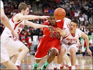 Rogers' DeVonte Pratt (32) chases a loose ball against Mentor's Michael Gallagher (31) and Connor Krizancic (5).