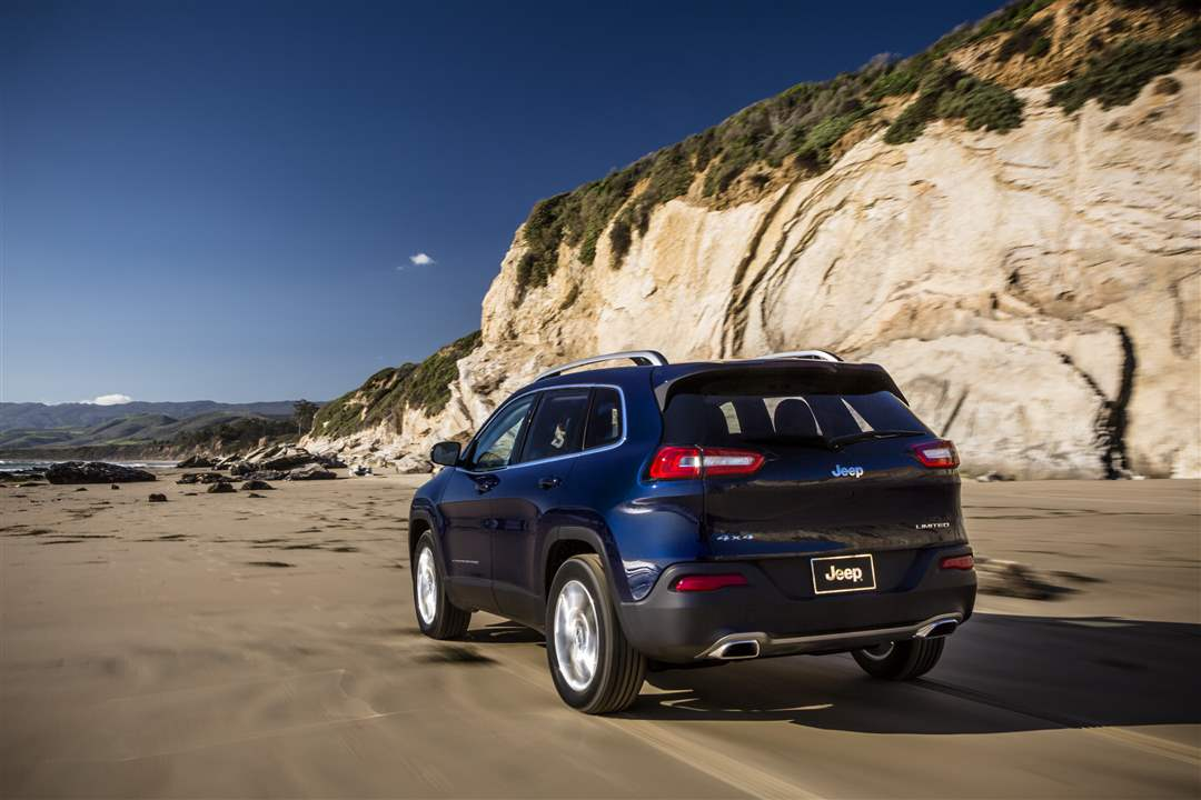 2014-Jeep-Cherokee-Limited-14
