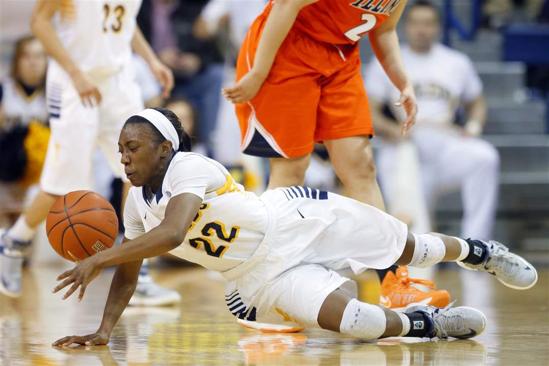 UT-Illinois-foul-on-Crawford