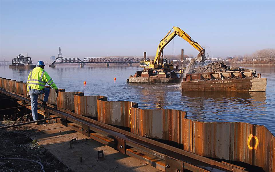 Maumee-River-dredging-Ironville-Dock