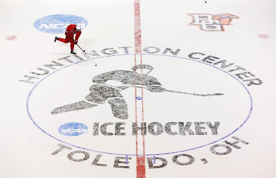 NCAA-hockey-Huntington-Center