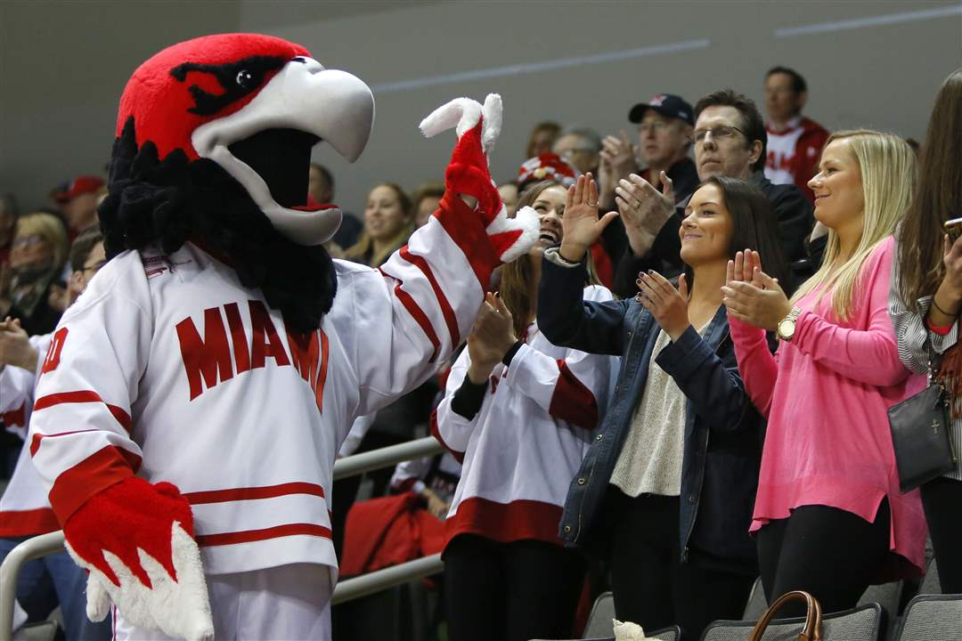 RedHawks-Mavericks-High-Five.jpg