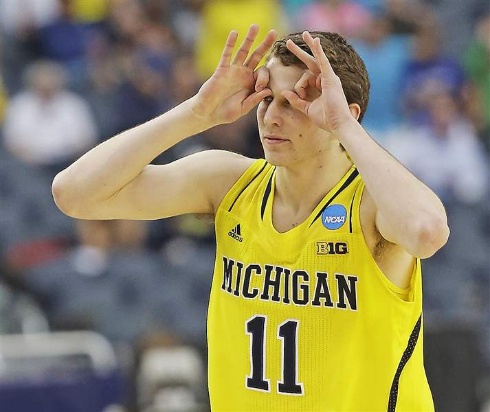 NCAA-Michigan-Florida-Basketball-goggles