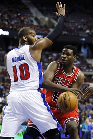 Chicago Bulls center Nazr Mohammed, right, looks to pass the ball around Detroit Pistons center Greg Monroe (10) in the first half Sunday.