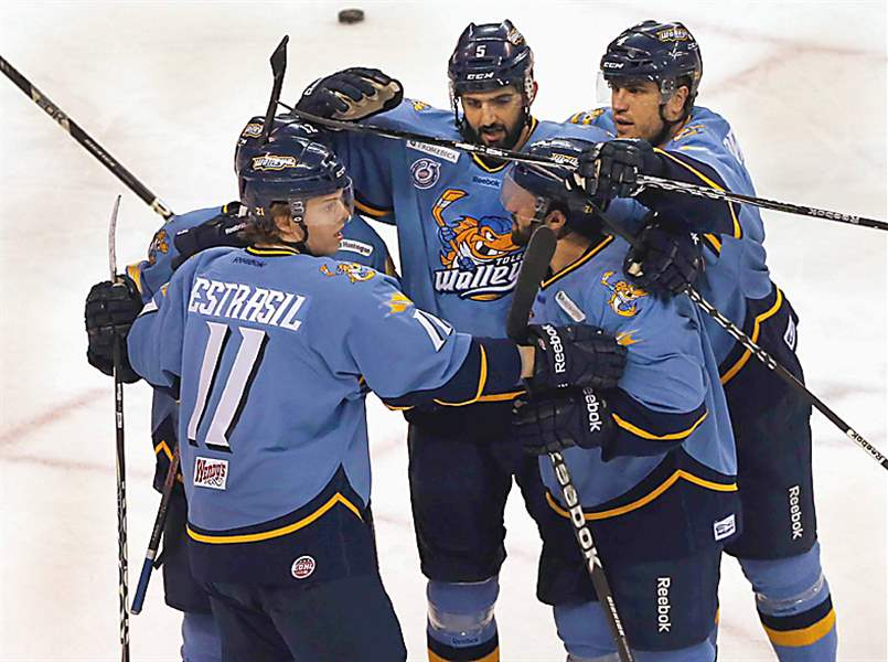 Cyclones-Walleye-jubilation