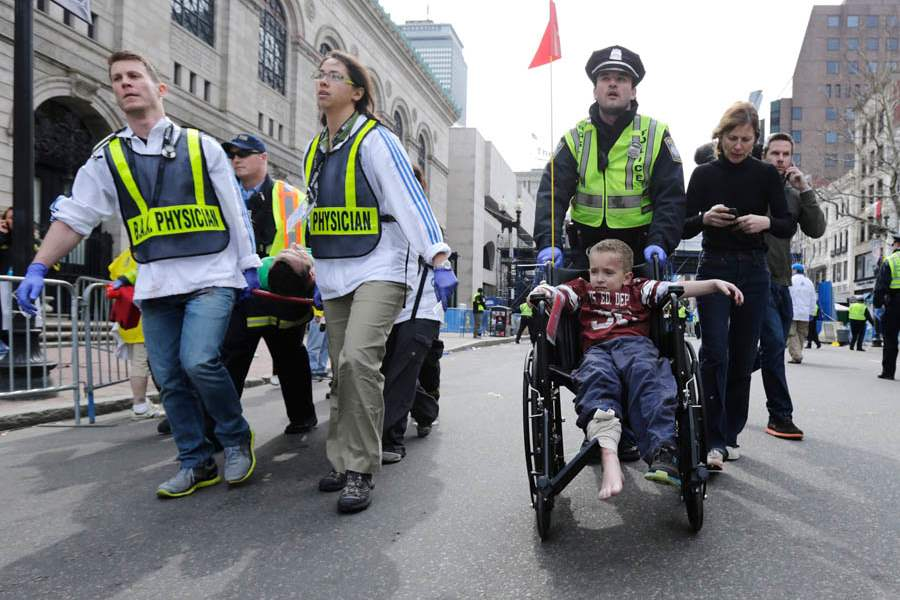 Boston-Marathon-Explosion-carry
