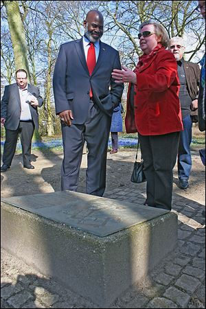 Mayor Mike Bell Bell and Anke von Wittke-Grothenn, who helped foster Toledo's sister-city relationship with Delmenhorst,  view a historic marker.