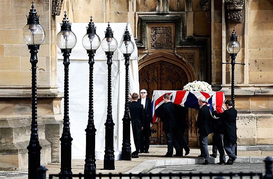 Britain-Thatcher-coffin