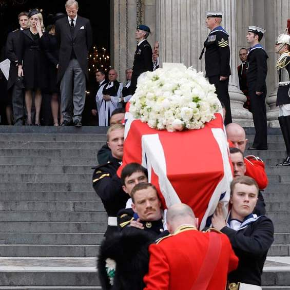 Britain-Thatcher-Funeral-thatchers-watch-coffin