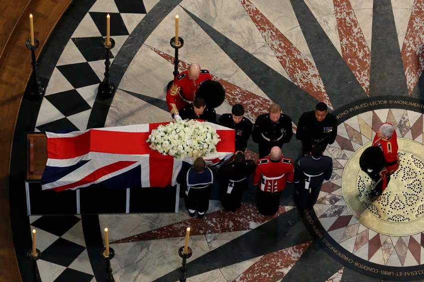 Britain-Thatcher-Funeral-carry-coffin-out