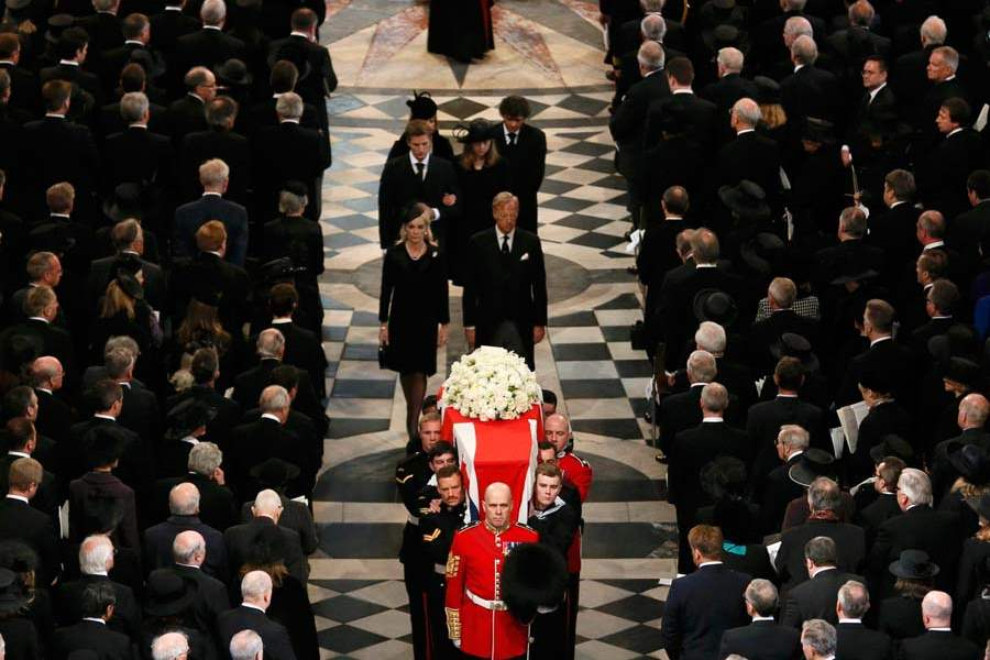 Britain-Thatcher-Funeral-coffin-followed-by-family