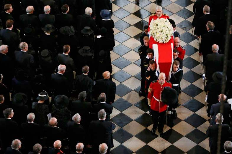 Britain-Thatcher-Funeral-coffin-leaves-1