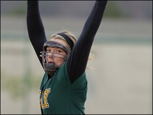 Oregon Clay pitcher Brooke Gallaher throws the pitch.