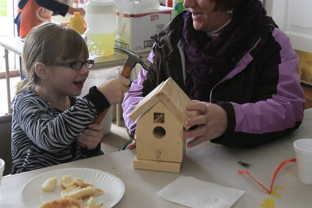 Perrysburg-green-event-birdhouse