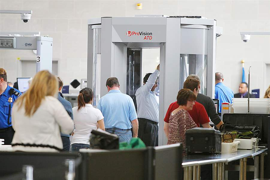 TSA-screening-travelers-at-airport-DTW