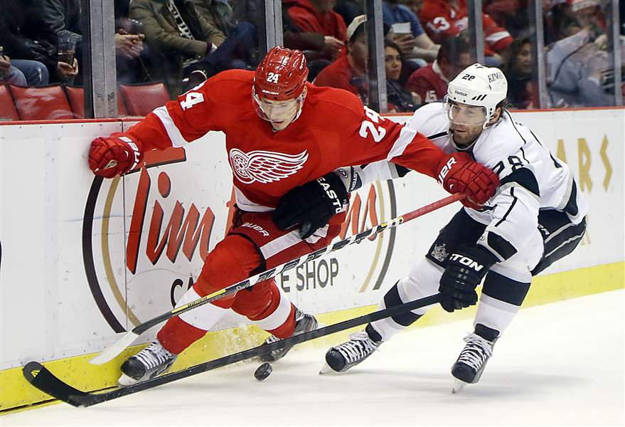 Red-Wings-Hockey-versus-Kings