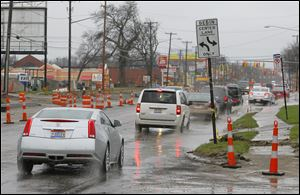 Traffic on Secor Road near Queenswood Blvd,  Wednesday,  April 24, 2013.