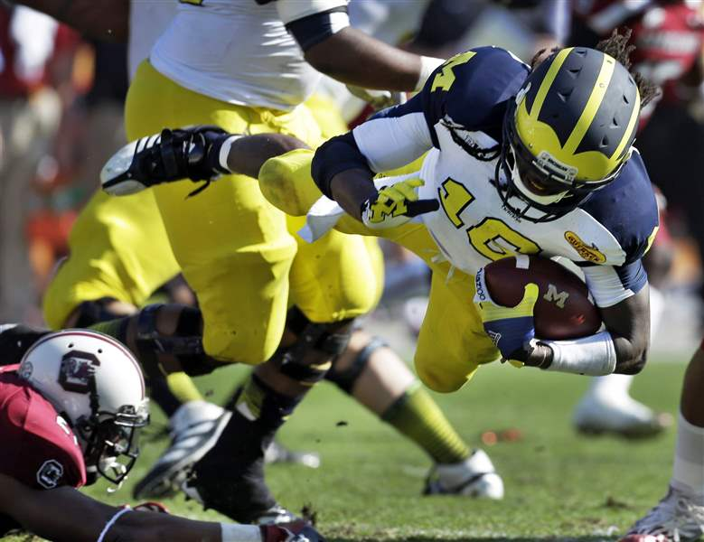 Outback-Bowl-Football-Denard-Robinson