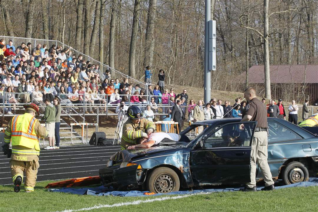 Southview-mock-crash-seniors-watch