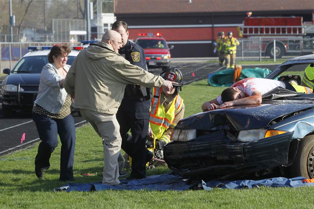 Sylvania-mock-crash-parents-run
