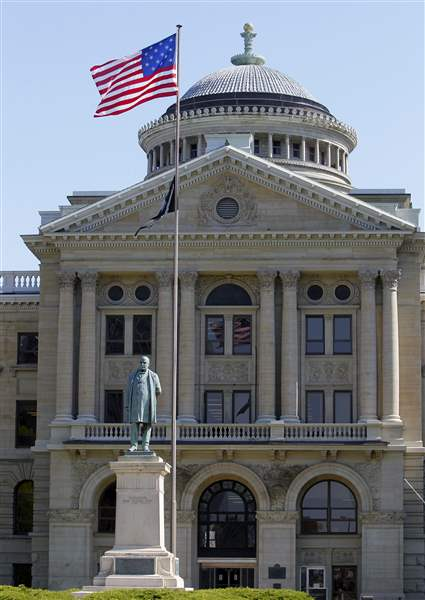 Flag-at-Lucas-County-Courthouse