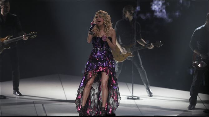 CTY underwood05p WEB Carrie Underwood and members of her band perform tonight at Huntington Center in Toledo.