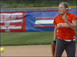 Southview's Sarah Klepzig pitches in the top of the third inning.