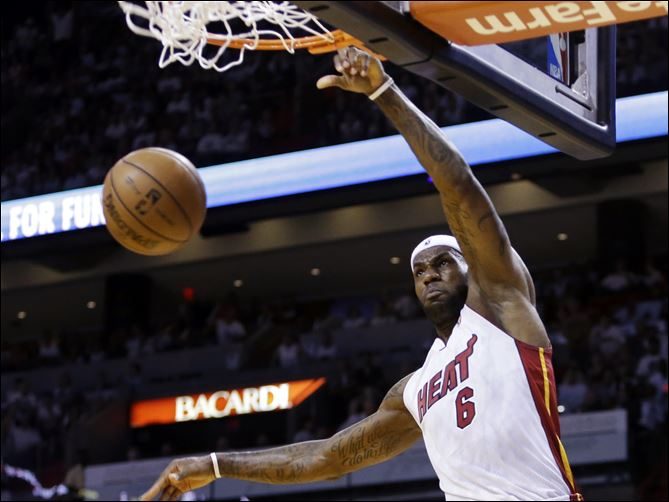 Miami Heat forward LeBron James dunks against the Chicago Bulls during the first half today in Miami.