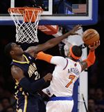New-York-Knicks-Carmelo-Anthony-right-goes-up