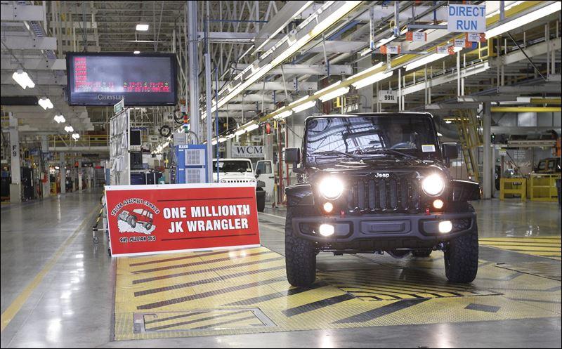 jeep employees crank out one millionth ever popular wrangler jk toledo blade. Black Bedroom Furniture Sets. Home Design Ideas
