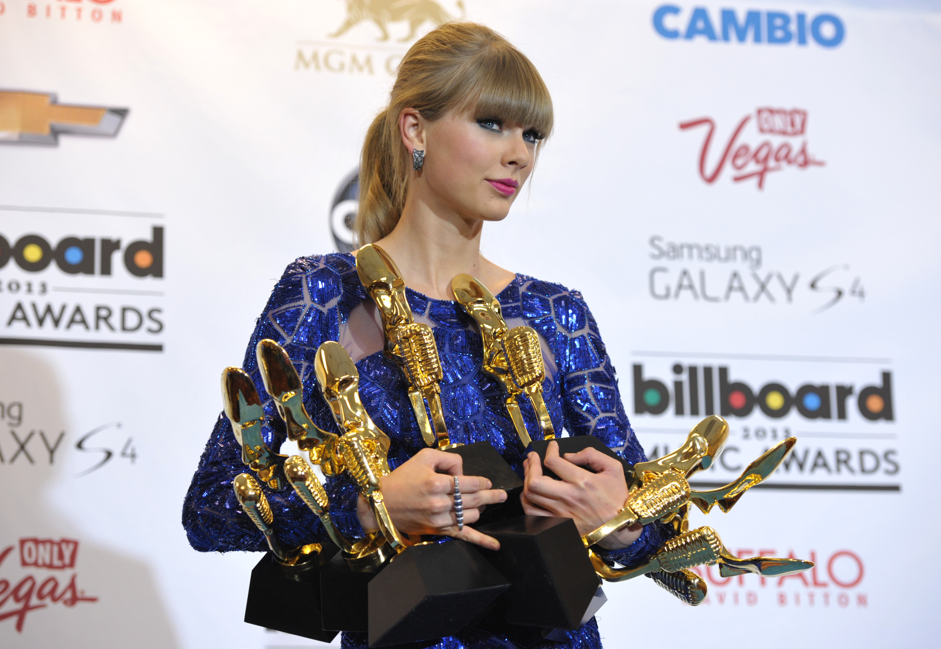 Taylor Swift Wins 8 Trophies At Billboard Awards The Blade