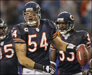 Eight-time Pro Bowler Brian Urlacher announced his retirement through social media accounts today.