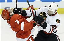 Chicago-Blackhawks-center-Michal-Handzus-mixes-it-up