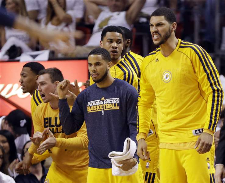 Indiana-Pacers-players-cheer-from-the-bench