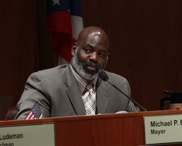 CTY-water19p-Toledo-Mayor-Mike-Bell-answers-a-question