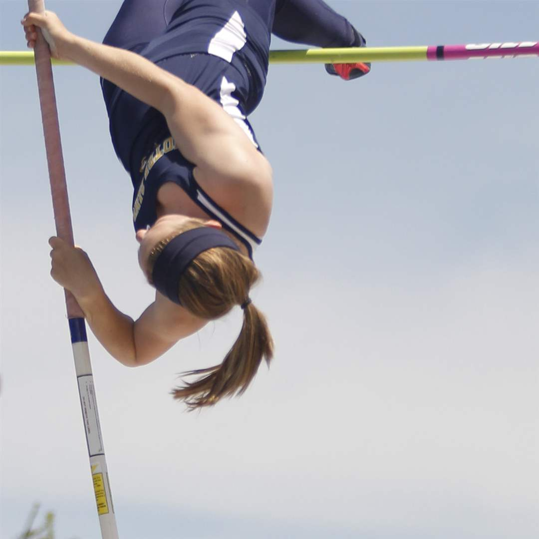 Whitmer-pole-vaulter-Kaitlyn-Barber-fails-to-clear-11-feet-9-inches
