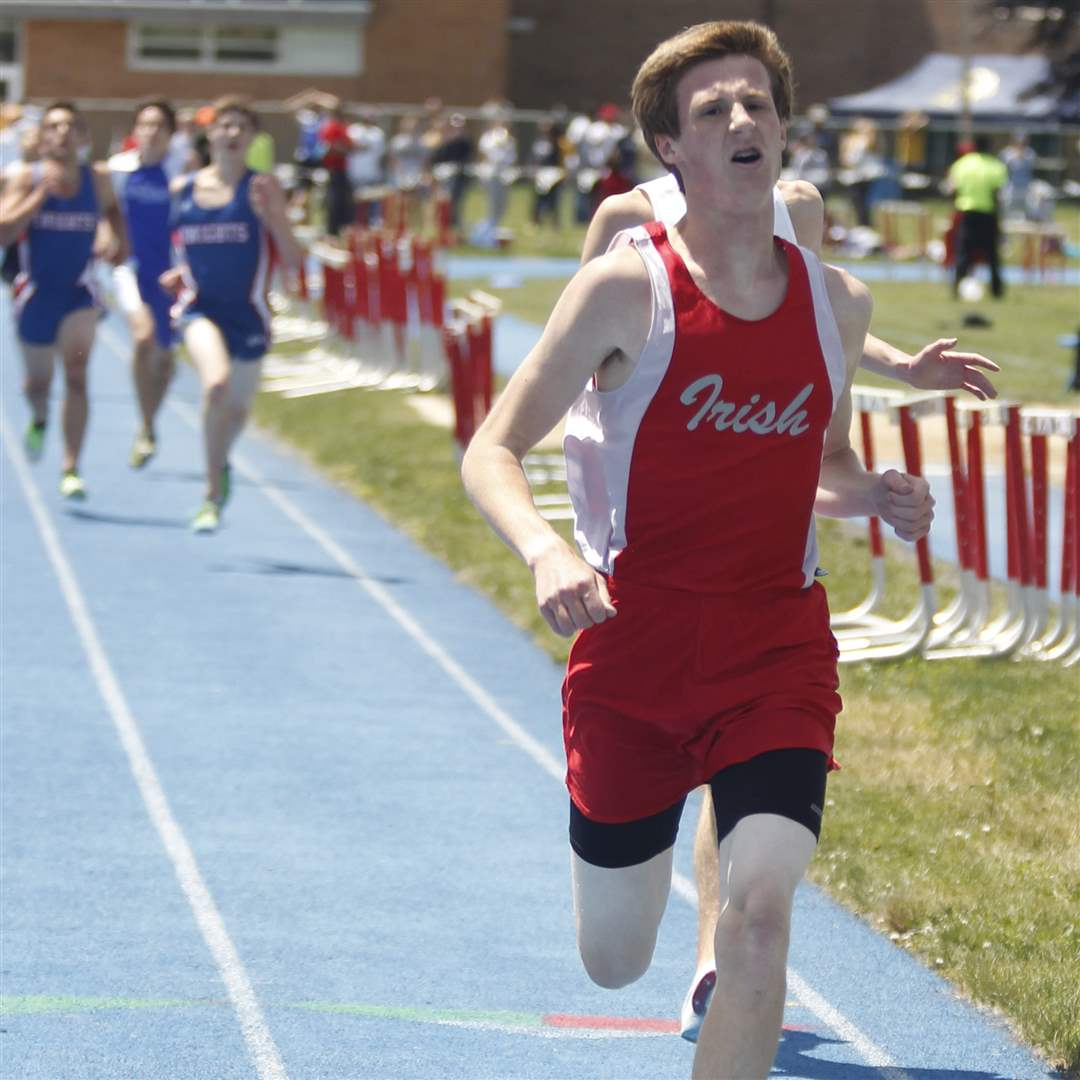 Central-Catholic-s-George-McCartney-wins-the-3200-meter-run