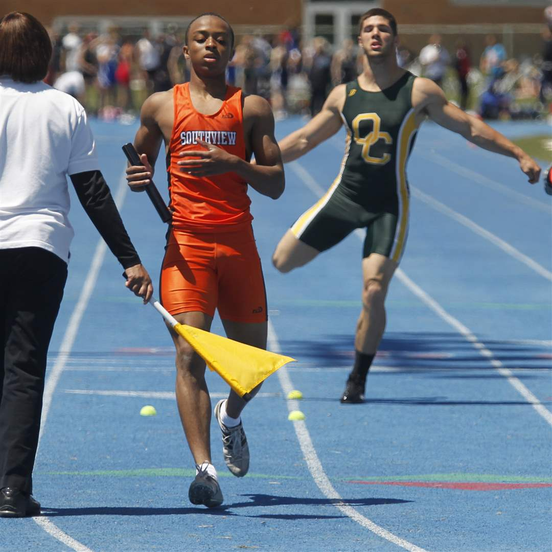 Southview-s-Malcolm-Johnson-wins-the-4x200-meter-relay
