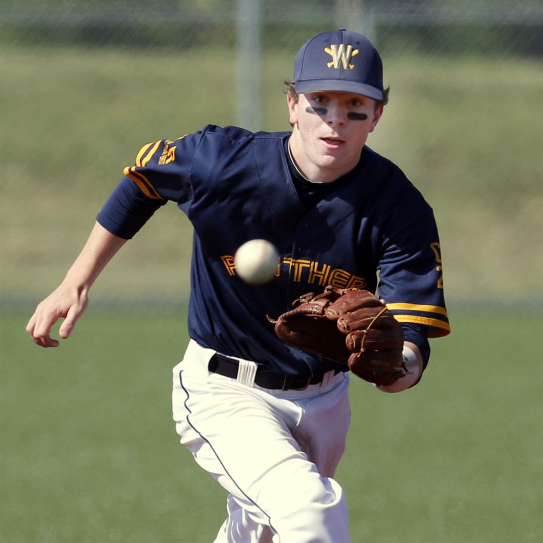 Whitmer-SS-Luke-Hickey-11-makes-a-play