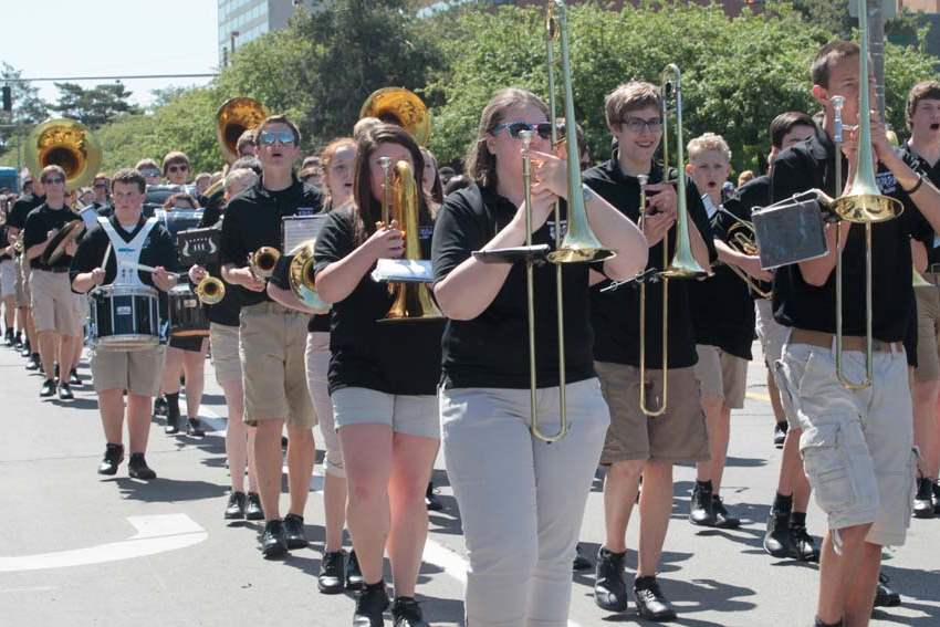 CTY-parade26p-pbrg-band