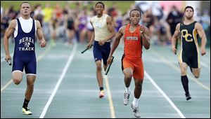 Malcolm Johnson runs the final leg to help Southview win the 800-meter relay at the Division I regional track meet.