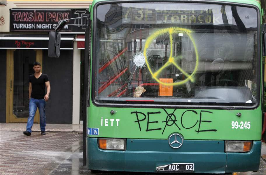 Turkey-Protest-bus-6-3