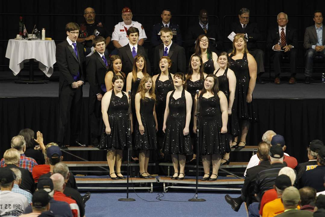 Veterans-honor-roll-Maumee-High-School-Select-Singers