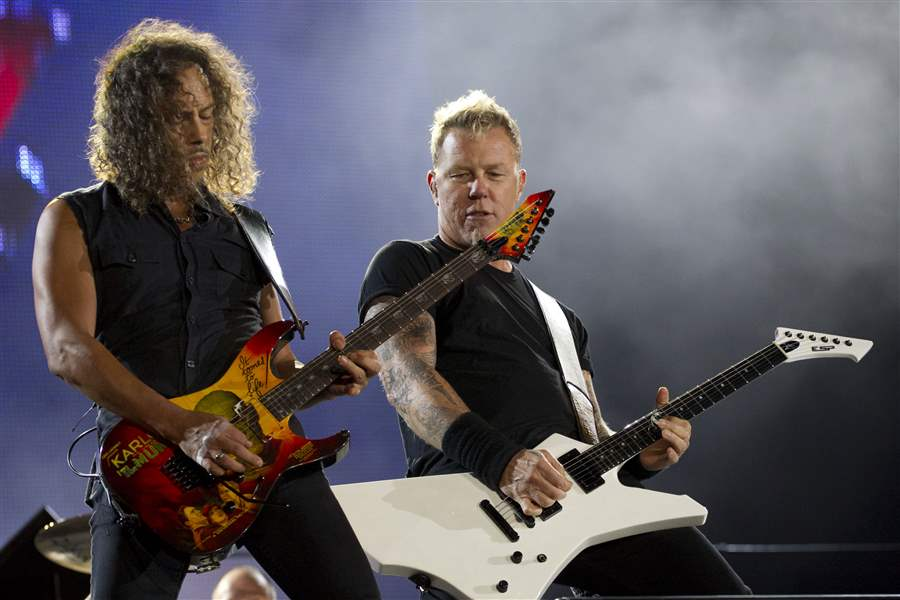 James-Hetfield-right-and-Kirk-Hammett-Stuart-of-Metallic
