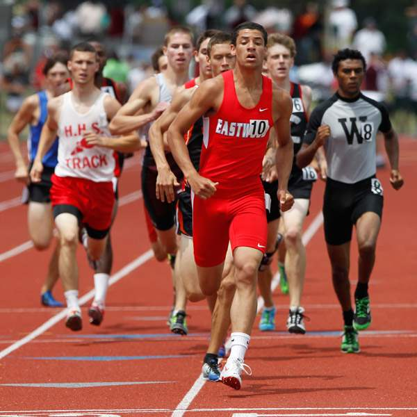 Eastwood-s-Tim-Hoodlebrink-leads-the-first-lap-in-the-800-meter-run