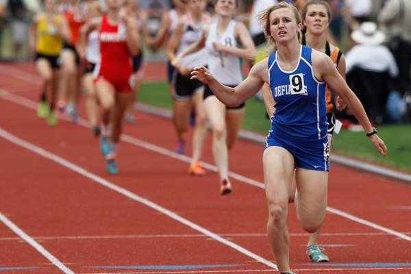 Defiance-s-Samantha-Murray-competes-in-the-800-meter-run