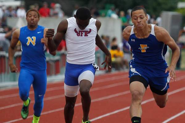 Findlay-s-Tyler-Brown-competes-in-the-400-meter-dash