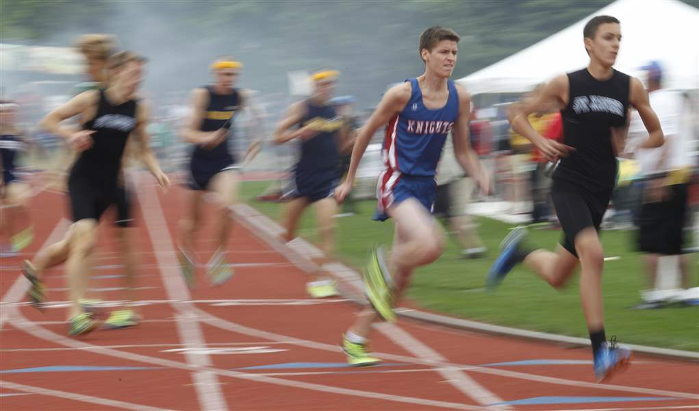 St-Francis-runner-Jacob-Baugh-competes-in-the-4x800-meter-relay