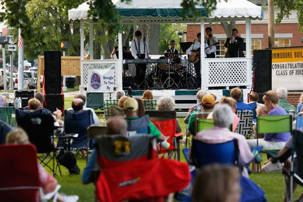 Hundreds-of-people-gather-to-listen-to-the-band-The-Gazebo