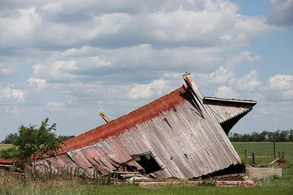 Storm-damaged-barn-on-State-Route-65